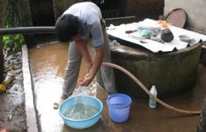 Nước sinh hoạt đang bị ô nhiễm nặng