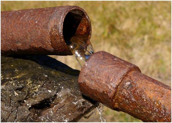 Đường ống nước bị ăn mòn
